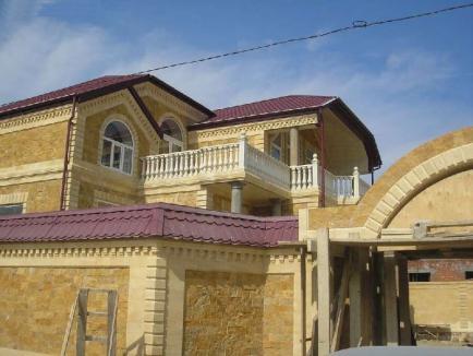 Фасад из дикого камня