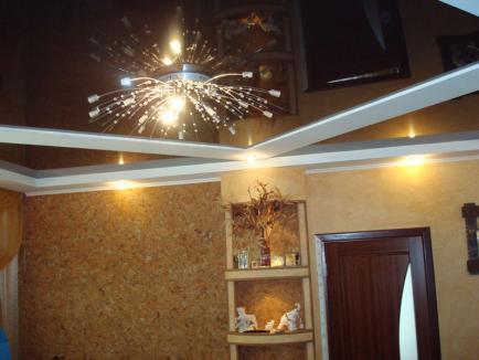 Натяжные потолки в интерьере комнат