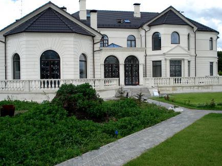 Облицовка фасада дома известняком от Альма Киев