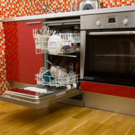 Посудомоечная машина - обязательный атрибут любой кухни