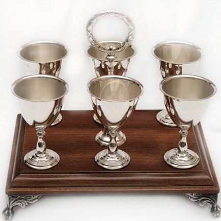 Серебряные бокалы и фужеры