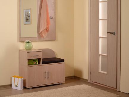 Тумбочки и вешалки – комфорт в доме начинается с прихожей